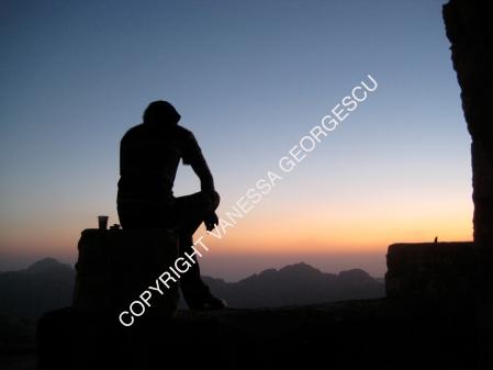 Jordanien, cigarette et verre de Wiskey-Coca à Petra